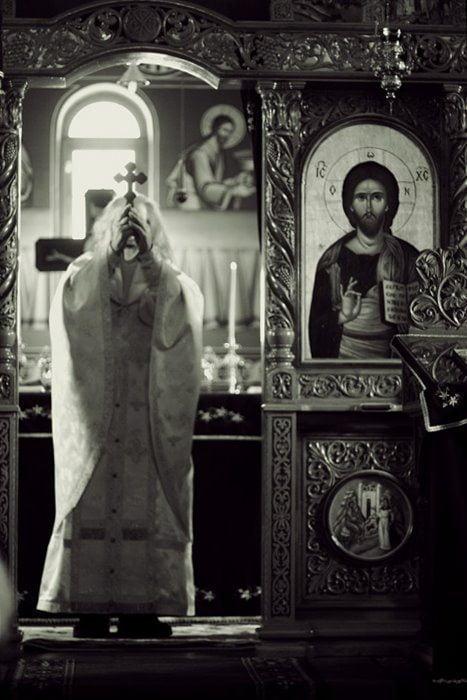 Parintele Justin Parvu, cu Sf Cruce ridicata