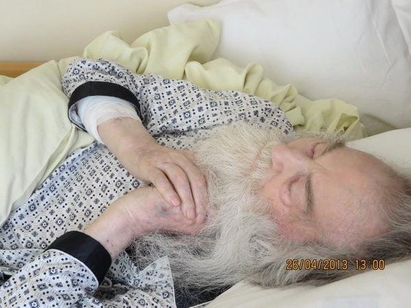 Parintele Justin pe patul de suferinta in spital